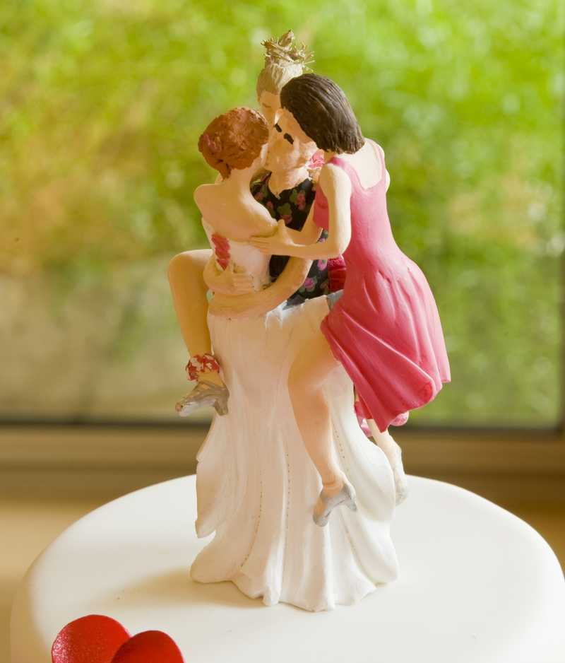 VelvetLips Guest Blogger: Polyamory - Have Your Cake and Eat it