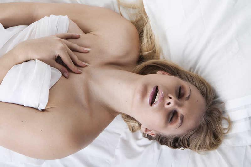 Реальный оргазм малышка, Судорожный оргазм, оргазм до дрожи: Порно студентов 25 фотография