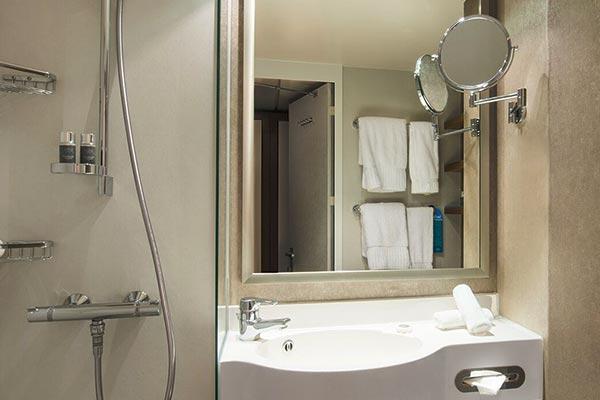 deluxe-veranda-bathroom_room_600x400