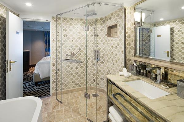 ocean-suite-bathroom_room_600x400