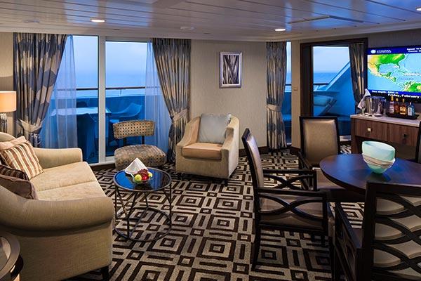ocean-suite-living_room_600x400
