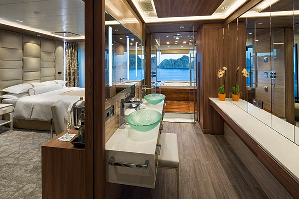 spa-suite-bathroom_room_600x400