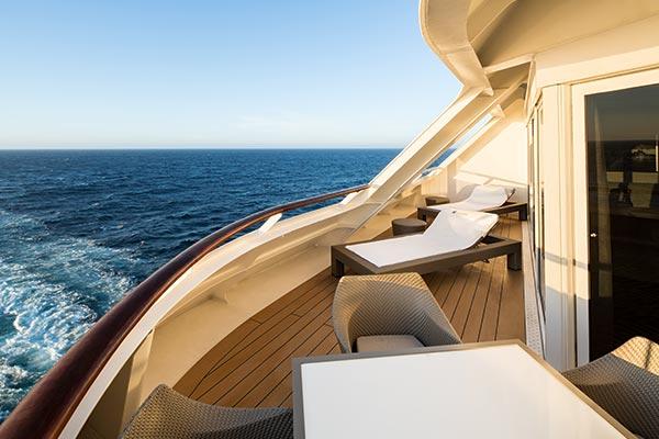 world-owner-balcony_room_600x400